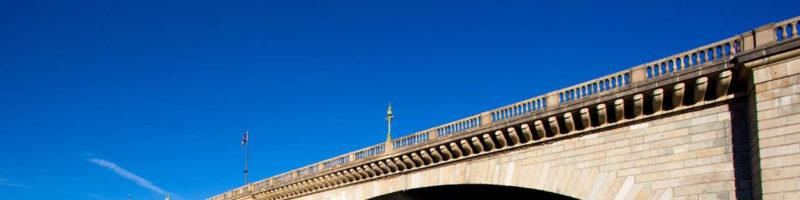 戈壁滩上的伦敦桥